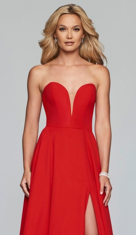 Plunging sweetheart neck, a line chiffon prom dress